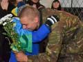 Жители Николаева обнимали десантников, защищавших донецкий аэропорт (фото)