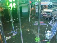 В Киеве ночью гроза затопила ТЦ Метроград