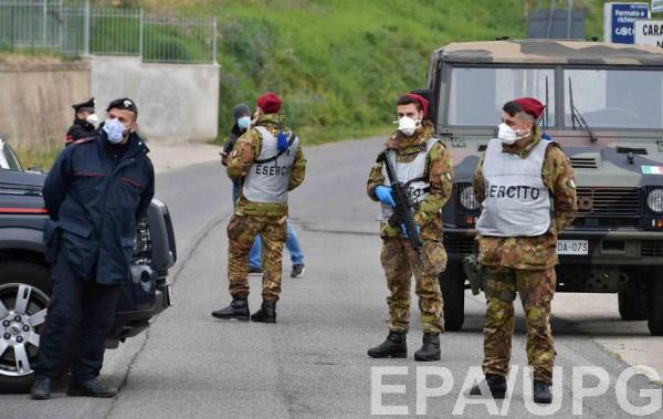 Итальянские военные блокируют дорогу в коммуну Нерола, где зафиксирована новая вспышка COVID-19