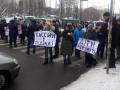 Ни воды, ни тепла: В Киеве жильцы дома перекрыли дорогу