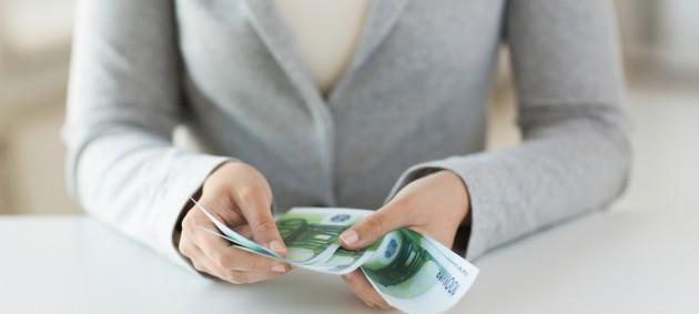 Украинские женщины зарабатывают почти на четверть меньше мужчин - Госстат