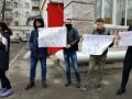 Водки нет, идите домой: в Киеве провожали дипломатов РФ
