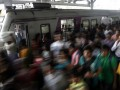 В Индии в результате давки на вокзале погибли 22 человека