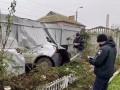 Под Киевом пьяный водитель въехал во двор частного дома