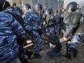 В Москве ОМОН зачищает улицы, задержаны более 100 человек
