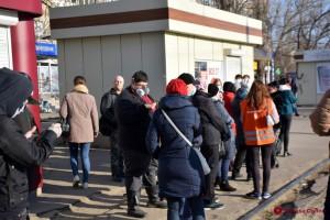 Выбитые стекла, перекрытые пути: В Одессе проблемы с транспортом