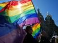 Корреспондент: Не гей, славяне. Российские власти переключают внимание своих граждан с насущных проблем на секс-меньшинства