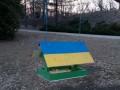 В киевском ботсаду патриотические кормушки разрисовали свастикой