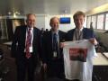 Делегаты ПАСЕ получили в подарок антироссийские футболки