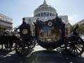 В Риме помпезно похоронили босса мафии: с каретой, роллс-ройсами и вертолетом, рассыпающим
