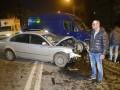 В Киеве Volkswagen вылетел на встречную полосу и врезался в микроавтобус