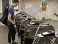 В киевском метро станет меньше турникетов для прохода по жетонам