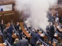 В парламенте Косово депутаты распылили слезоточивый газ