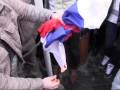 Участники массовых протестов в Ереване пытались сжечь флаг России