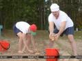 Лукашенко с сыном собрал на территории своей официальной резиденции 70 мешков картофеля