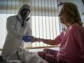 Когда пациент с COVID наиболее заразен: ответ инфекциониста