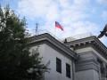 С автомобиля посольства РФ сняли номерные знаки