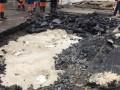 В центре Киева на проезжей части провалился асфальт