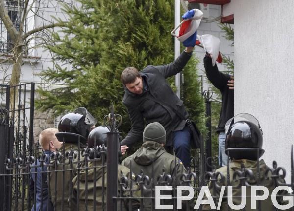"""Активист вспомнил, что правоохранители закидывали балконы Консерватории """"коктейлями Молотова"""""""