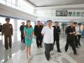 Ким Чен Ын показал на людях свою жену