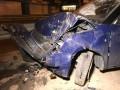 В Киеве такси с пассажиром влетело в отбойник и перевернулось