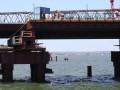 Оккупанты заявили о постройке половины опор Крымского моста