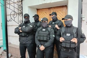 Осмотр картин: В ГБР сказали, чем занят спецназ на выставке Порошенко