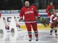 Лукашенко пообещал отдать президентское кресло тому, кто обгонит его на коньках и лыжах