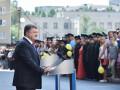 Президент вручил сотрудникам СБУ ключи от 192 квартир