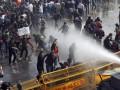 В Индии демонстрацию за права женщин разогнали водометами