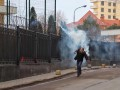 В Одессе оперный певец бросал файеры в консульство РФ