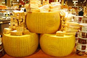 Камни и сыр: ТОП-5 необычных способов замены денег в мире – фото