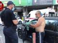 В Киеве раненый таксист дал отпор стрелявшему пассажиру