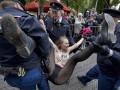 День в фото: FEMEN против короля и утонувший лайнер