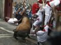 В Испании при забеге быков пострадали 14 туристов из 7стран