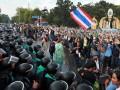 Демонстранты в столице Таиланда отправились на штурм правительственных зданий