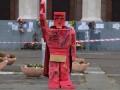 В Одессе установили шутливый памятник Октябрьской революции