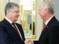 Порошенко обсудил с сенатором США инцидент в Азове