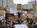 На антирасистских протестах в Берлине задержали почти сто людей