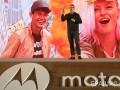 Motorola представила смартфон с небьющимся экраном