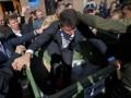 В Кировограде активисты бросили в мусорный бак чиновника ОГА