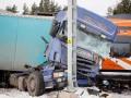 В Эстонии поезд протаранил фуру, девять пострадавших