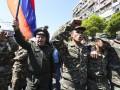 К митингующим в Ереване присоединились военные