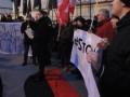 В Варшаве возле посольства Украины сожгли портреты Бандеры и Шухевича