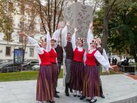 В Киеве открыли Латвийский сквер