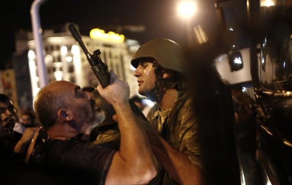 В результате военного переворота в Турции погибли 60 человек