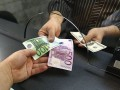 Нацбанк запретил получать деньги от заробитчан в валюте