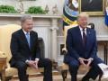 Трамп потрогал колено президента Финляндии
