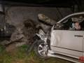 В Днепре Lexus влетел в ограждение стоянки