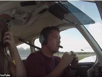 Аварийную посадку самолета засняли на видео